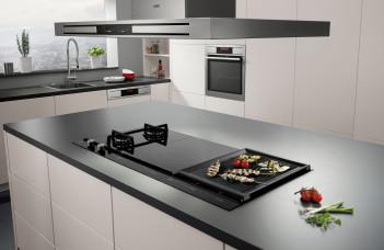 plaque induction dans une cuisine