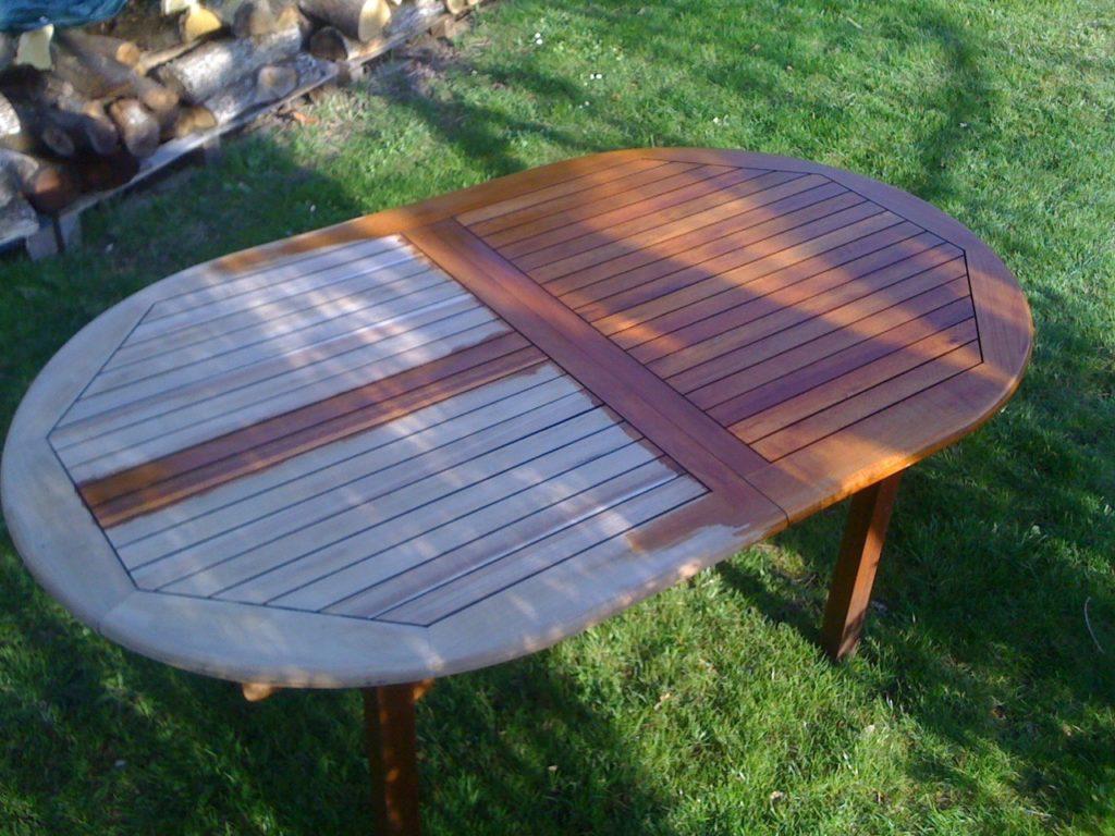 Nettoyage table salon de jardin en teck